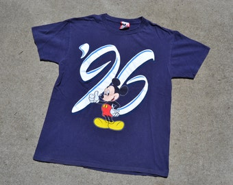 Totally Tubular Vintage 1996 Walt Disney World Mickey Mouse T-Shirt