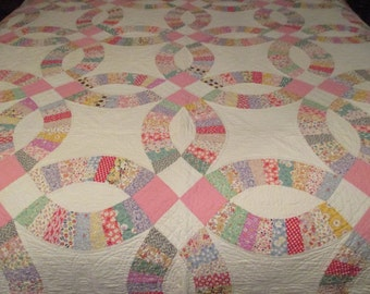 Vintage hand quilted Double Wedding Ring pastels summer quilt