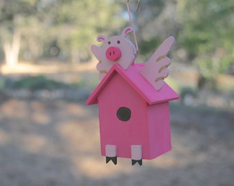 Pink Flying Pig Indoor or Outdoor Decorative Birdhouse Small Ornamental Pig Birdhouse