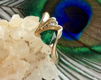 14K Gold Ring with Trillion Cut Emerald Colored Stone with Diamond Accents (st - 1654)