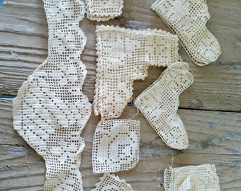Hand crochet vintage trim corners and squares  for projects unused 22 pcs