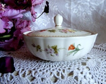Vintage Mirabelle by Wedgewood Murray Dish with Lid, Pattern Number R4537,  Bone, Green Dotted Edge, Floral, Gold Rim