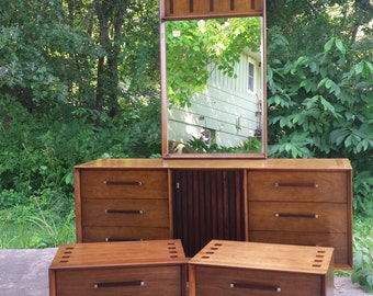 new price! Mid Century Modern LANE WALNUT aND ROSEWOOD dRESSER aND mATCHIG nIGHTSTANDS