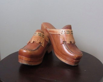 1970s pecan brown leather clogs | 70's Boho Hippie | Size 5.5