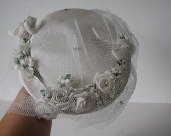 Vintage Women's Cream Fascinator Hat