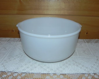 1950s Glasbake 4-Quart Mixing Bowl 19CJ Milk White Glass Large Sunbeam Mixmaster