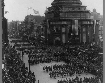 Bird's-eye view of soldiers parading in Buffalo, N.Y., Returning from WWI, 1919 Ny