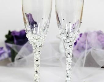 Pearls Wedding champagne glasses in ivory/white-Winter Wedding flutes-Rhinestones Wedding Favor-Wedding toasting flutes-Wedding Gift