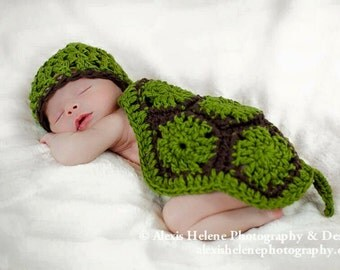 Newborn Little Turtle Photo Prop