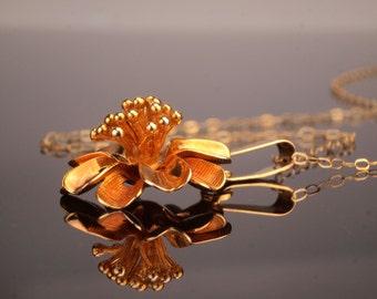 Gold Necklace, Pendant and Chain c1970, Retro Flower Design