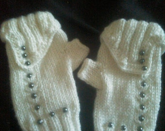Gorgeous White Fingerless Gloves