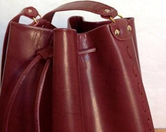 Sac seau bordeaux en cuir / sac à main simple et chic / Esther Krier