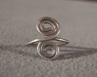 Vintage Hammered Sterling Silver Swirled Design Ring, Size 6 Jewelry Art Deco Style **RL