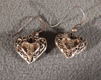 Vintage Sterling Silver Heart Shaped Etched Dangle Earrings Jewelry **RL