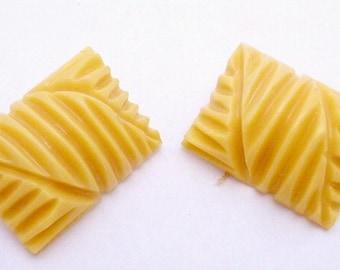 Vintage Creamed Corn Bakelite Buttons Pair 21968