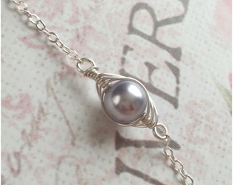Silver Pea Bracelet - One Pea in a Pod Bracelet - Single Pea Pod Bracelet - Dainty One Child Jewelry - Gift for New Mom - New Mother Present