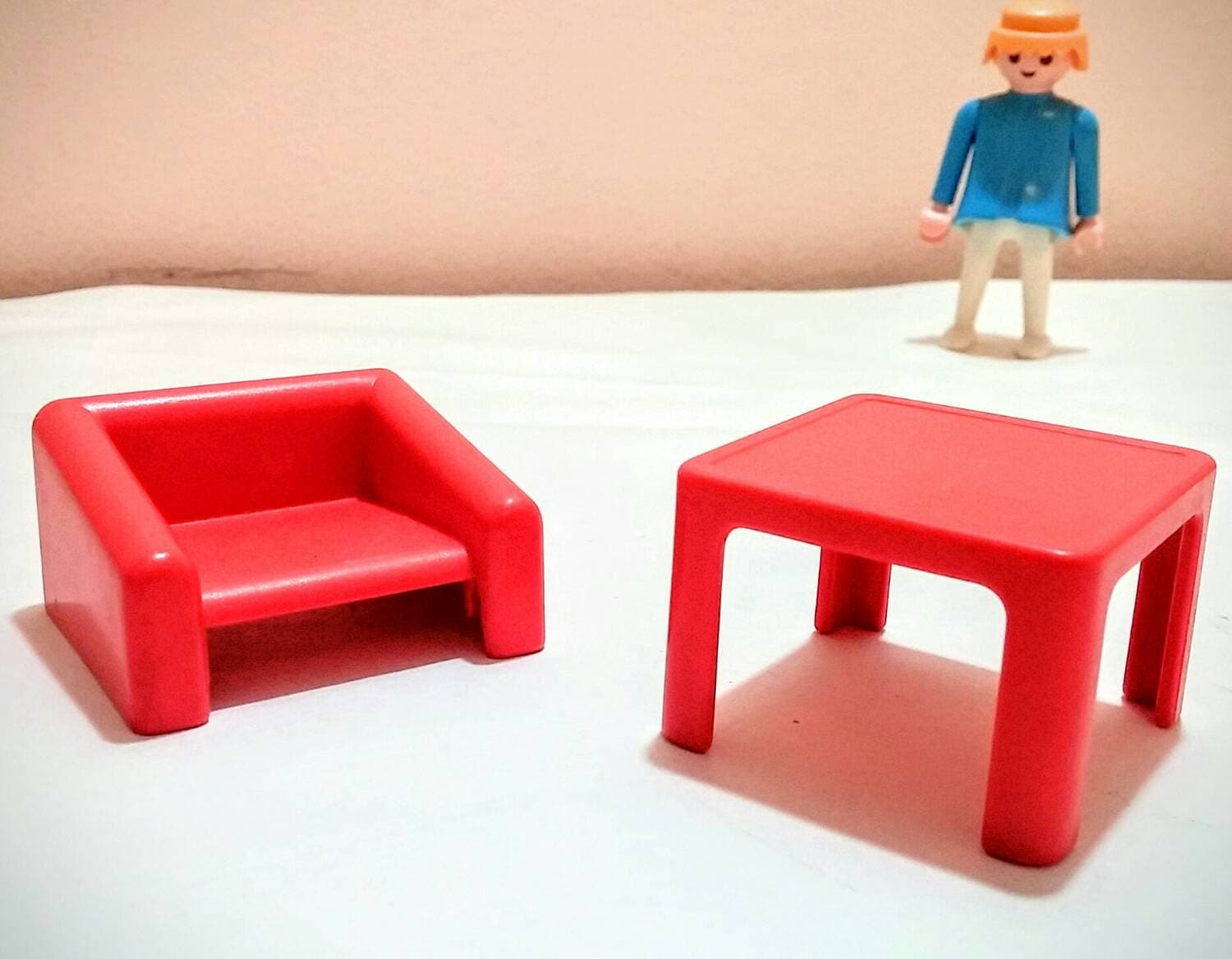 1981 playmobil geobra furniture chair and table Table playmobil