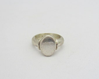 Vintage Sterling Silver Oval Ring Size 8