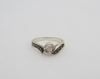 Vintage Sterling Silver White Topaz & Marcasite Ring Size 7.5
