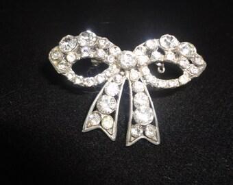 Exquisite Vintage Silvertone Crystals Brooch*********.