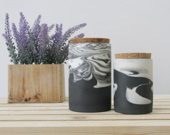 2 ceramic jars in black and white marbled pattern