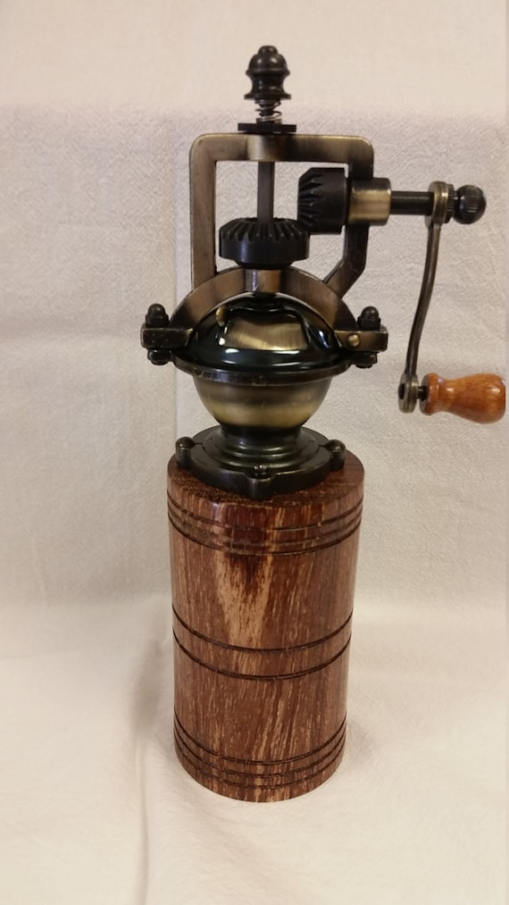 Antique Style Pepper Mill Pepper Grinder By