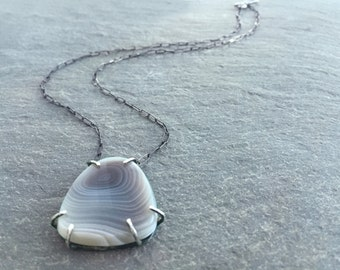 Prong set agate pendant necklace. Fine silver setting. Modern. Handmade.