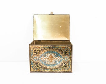 Beautiful Tin Tole Box