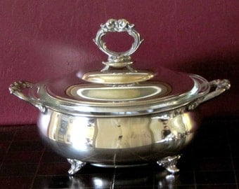 English Silver Mfg Silverplate Round Covered Casserole, Vegetable Bowl, Serving Dish Lid with 1.5 Quart Pyrex Bowl