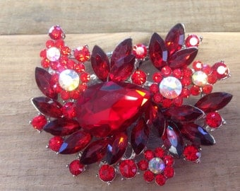 Red brooch hair clip