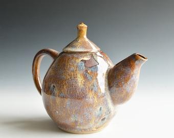 Handthrown teapot in porcelain