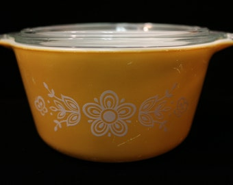 Vintage Pyrex Yellow Gold White Flower Butterfly With Lid Casserole Dish