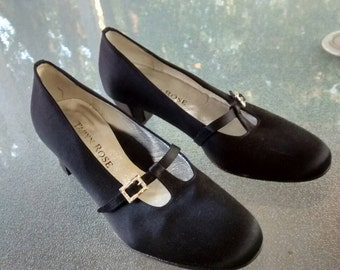Taryn Rose Vintage T Strap Shoes