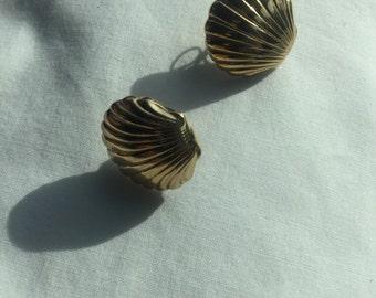 Vintage Designer Avon Goldtone Seashell Shaped Pierced Earrings