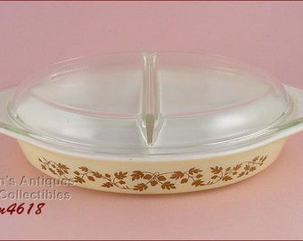 Vintage Pyrex Gold Acorn Pattern 1 1/2 Quart Divided Casserole with Lid (Inventory #M4618)