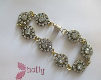 """FREE US SHIPPING! Beautiful  glass crystal """"diamond"""" flower/starburst bracelet with goldtone findings"""