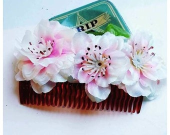 Hair comb with pink flower trim!