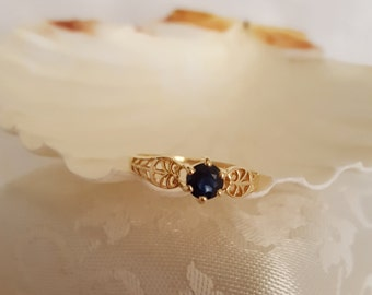 Classic Rich Blue Sapphire Ring in 10k Filagree Mount -EB498