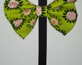 Small green flower hair bow