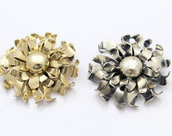 Set of Two Matching Vintage Napier Flower Brooches in Sterling Silver. [8956]