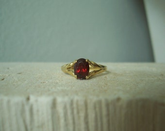 Vintage Natural Garnet 10 Karat  Yellow Gold Solitaire Ring