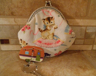 Fabric Coin Purse with Retro Kitties Print & Kiss Clasp