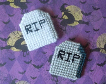 Plastic Canvas: Gravestone Magnets (set of 2)