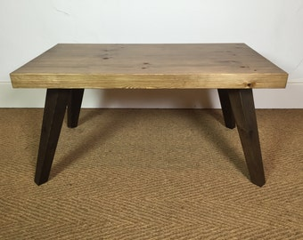 Small coffee table - Stained pine.