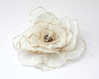 Ivory Wedding hair flower. Rustic Wedding hair flower. Flower hair clip. Bridal hair clip. Wedding hair accessories. Floral headpiece.