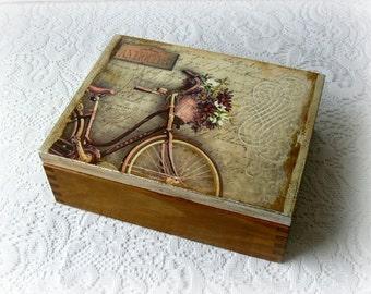 Decoupage keepsake box trinket box jewelry by carmenhandcrafts - Como decorar cajas de madera estilo vintage ...