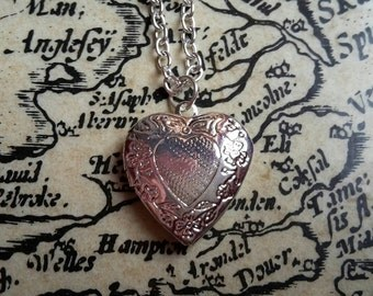 Heart Locket / Steampunk Jewelry