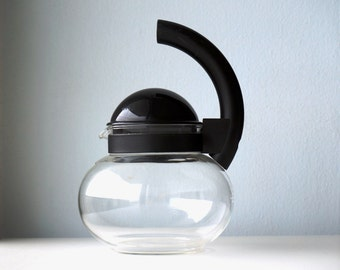Guzzini Vintage Kettle 1980s tableware, heat resistant glass kettle made in Italy, Focus design Ambrogio Rossari, 25 oz