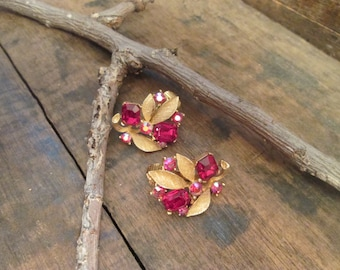 vintage gold tone lisner ruby red clip earrings