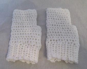White fingerless gloves; fingerless mittens; fingerless gloves; White gloves; White fingerless mitts; White crochet fingerless gloves